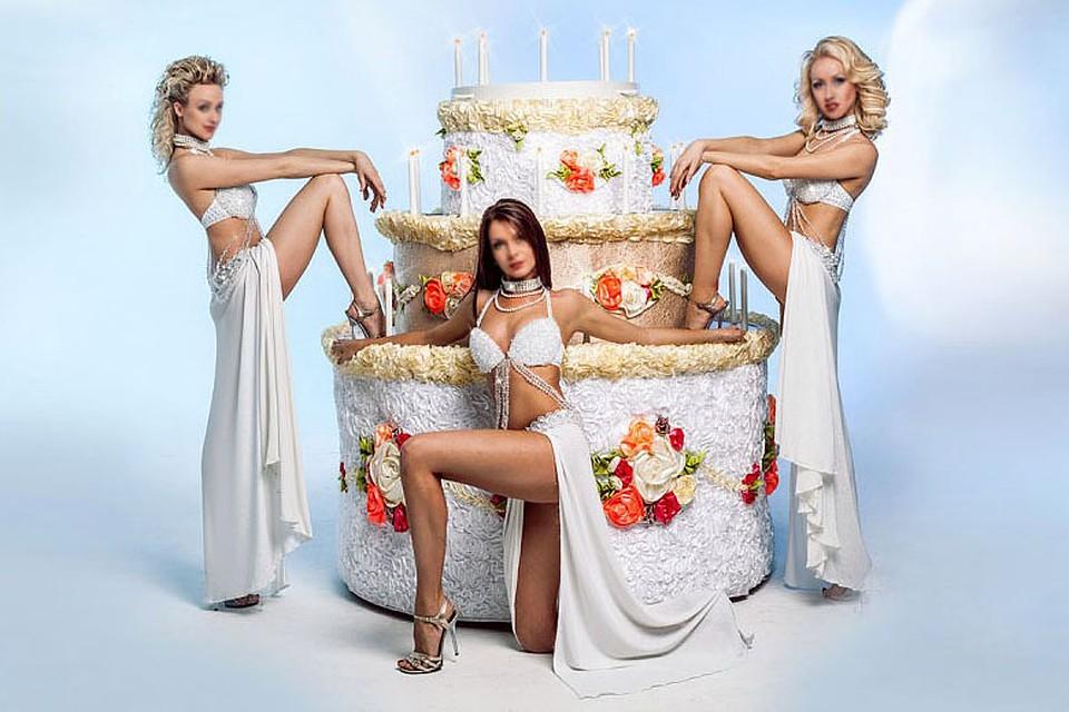 эротическое фото девушка обмазана тортом обновляющиеся